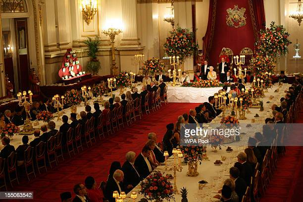 Queen Elizabeth II toasts Indonesian President Susilo Bambang Yudhoyono at a state banquet in his honour at Buckingham Palace on October 31, 2012 in...