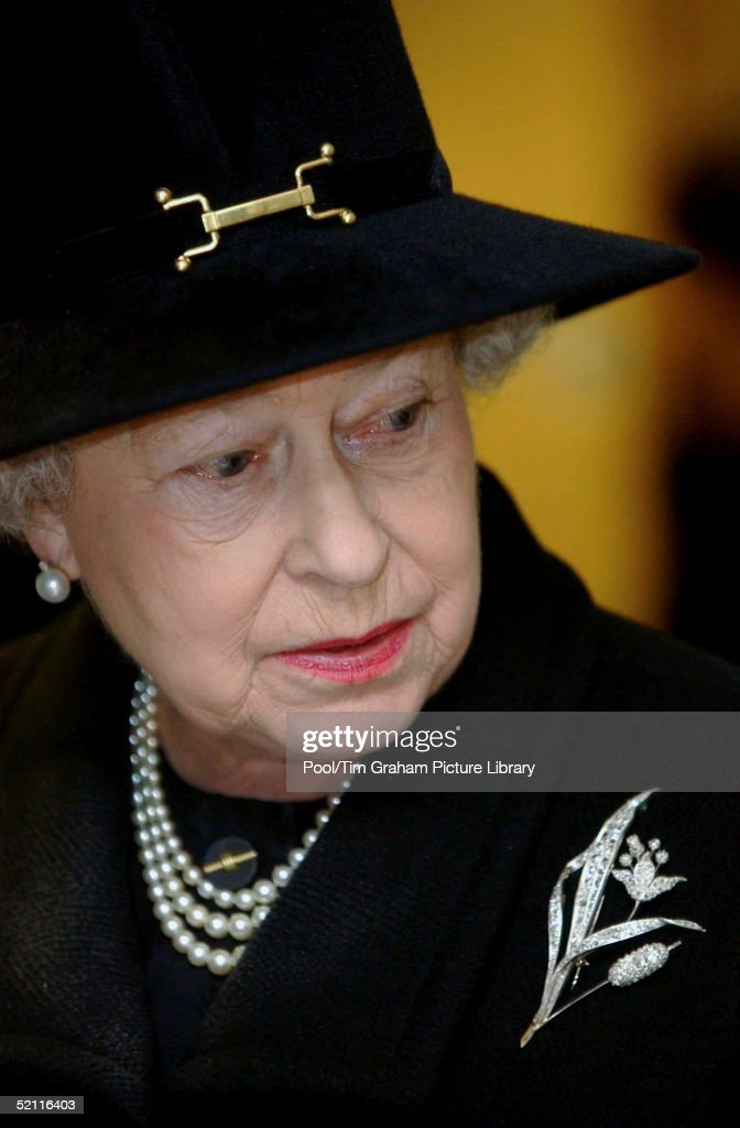 Queen Elizabeth II Visiting The Emergency Call Centre At The Hendon Police Centre In North London Which Deals With Calls From Relatives And Friends Of Those Involved In The Asian Tsunami Disaster