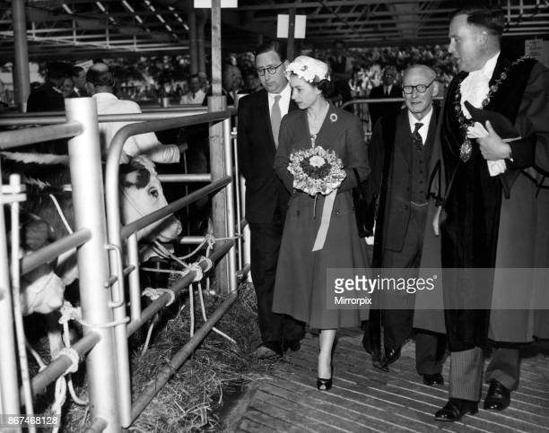 Queen Elizabeth II visits a cattle market in Herefordshire, 24th April 1957.