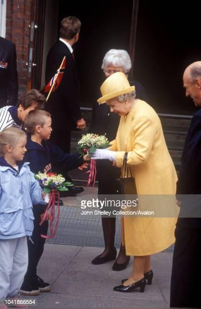 Queen Elizabeth II visits Norway Visiting a school in Oslo 31st May 2001