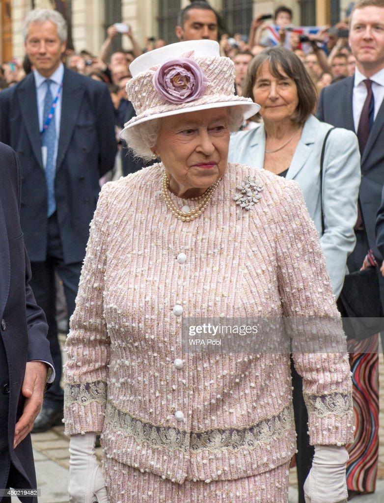 Queen Elizabeth II On Official Visit In Paris : Day Three : News Photo