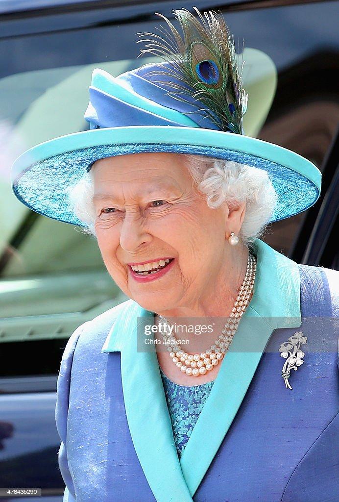 Queen Elizabeth II Visits Frankfurt am Main : News Photo