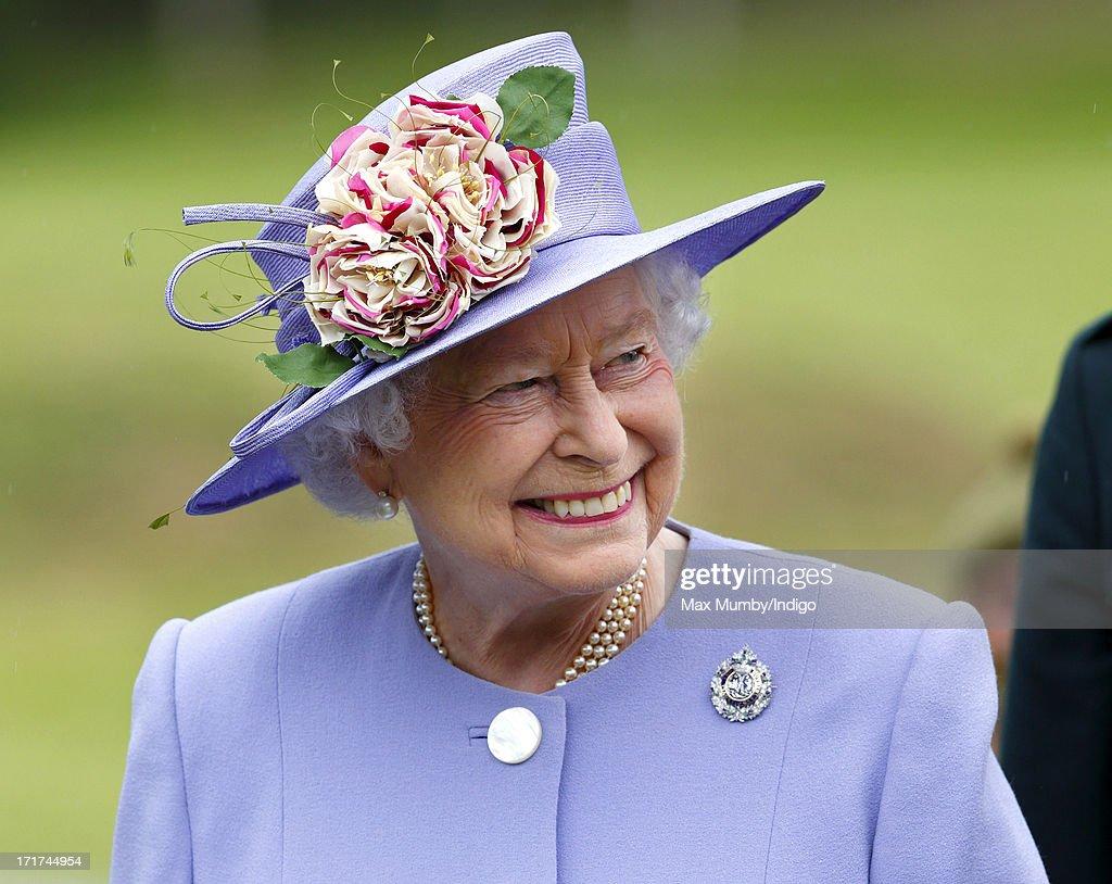 Queen Elizabeth II Visits The Argyll & Sutherland Highlanders : News Photo