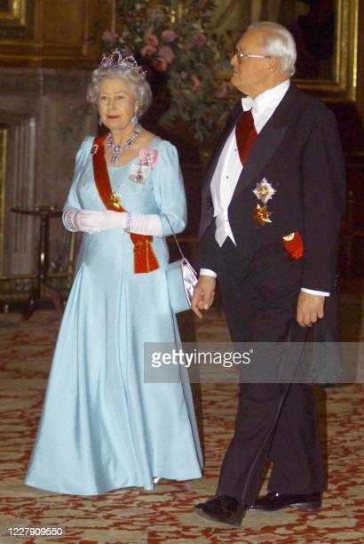 Queen Elizabeth II walks with German President Roman Herzog through Waterloo Chamber prior to the State Dinner held at Windsor Castle this evening 01...