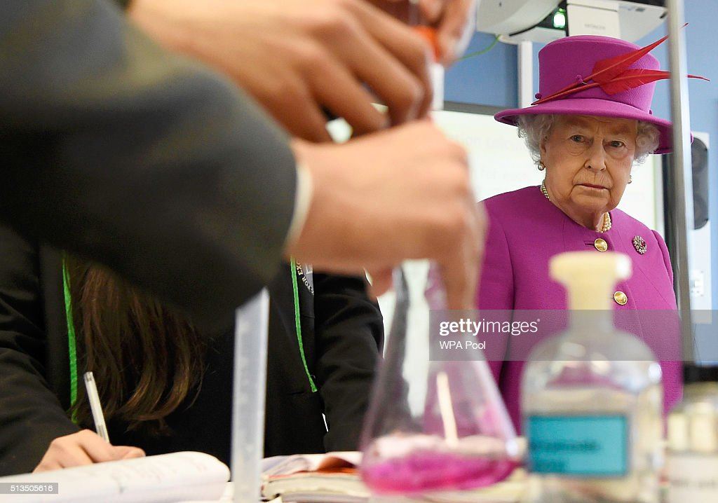 The Queen Visits Lister Community School : News Photo