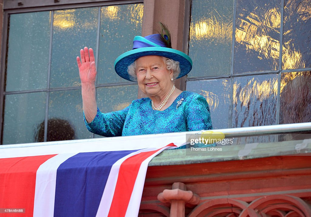 Queen Elizabeth II waves to the crowd from the balcony of the city hall 'Roemer' on June 25, 2015 in Frankfurt am Main, Germany. The Queen and Prince Philip are visiting Frankfurt St. Pauls church and the city hall 'Roemer' during their trip, which is their first to Germany since 2004.