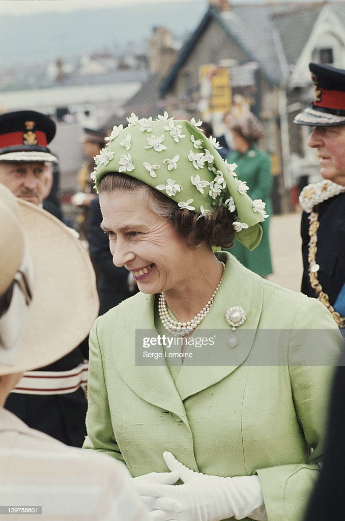 Queen In Green : News Photo