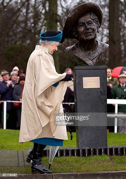 Queen Elizabeth II Wearing A Raincoat And With A Transparent Umbrella Smiling Having Unveiled A Bust Of Her Mother Queen Elizabeth The Queen Mother...