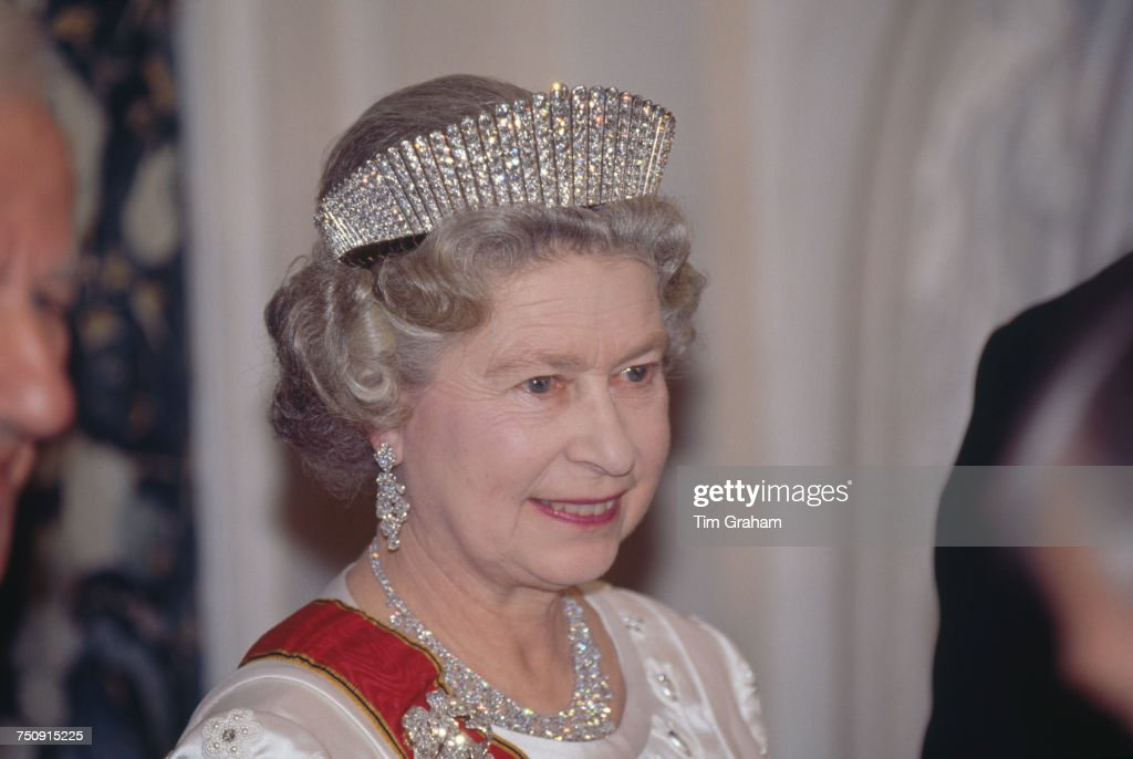 Elizabeth With Kokoshnik Tiara : News Photo