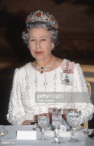 Queen Elizabeth II, wearing the Queen Burmese Ruby Tiara, attends a banquet on June 09, 1992 in Paris, France.