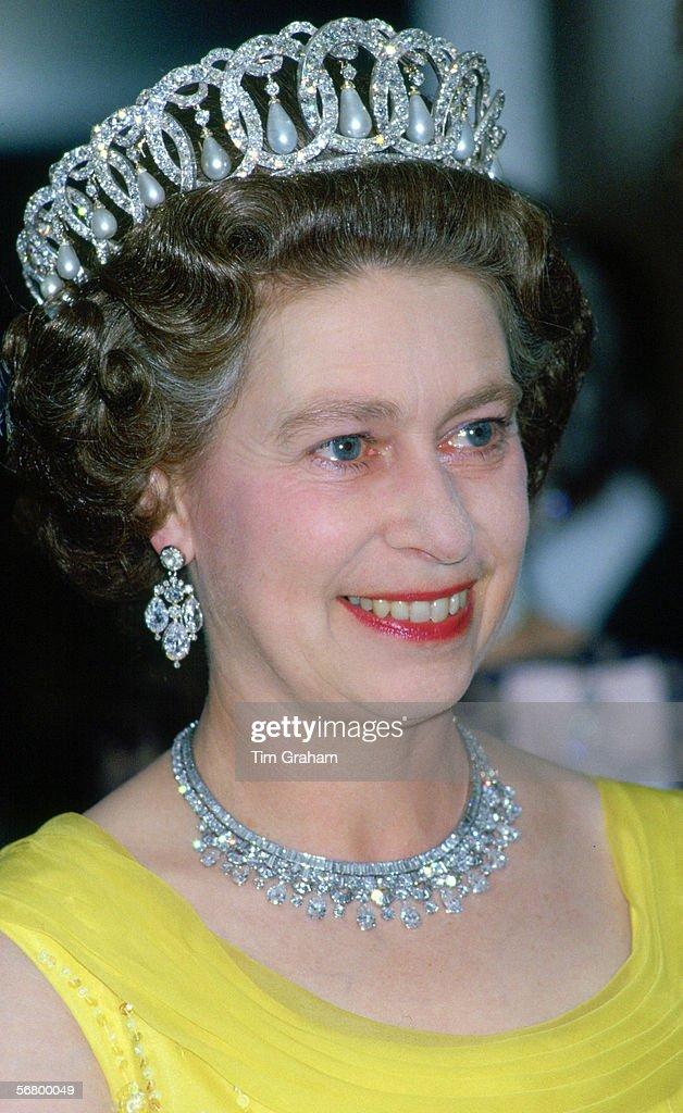 Queen Wears Russian Tiara : News Photo