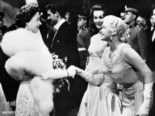 Queen Elizabeth II welcomes actress Jayne Mansfield during the Royal Film Performance 05 November 1957 in Buckingham Palace / AFP PHOTO / /