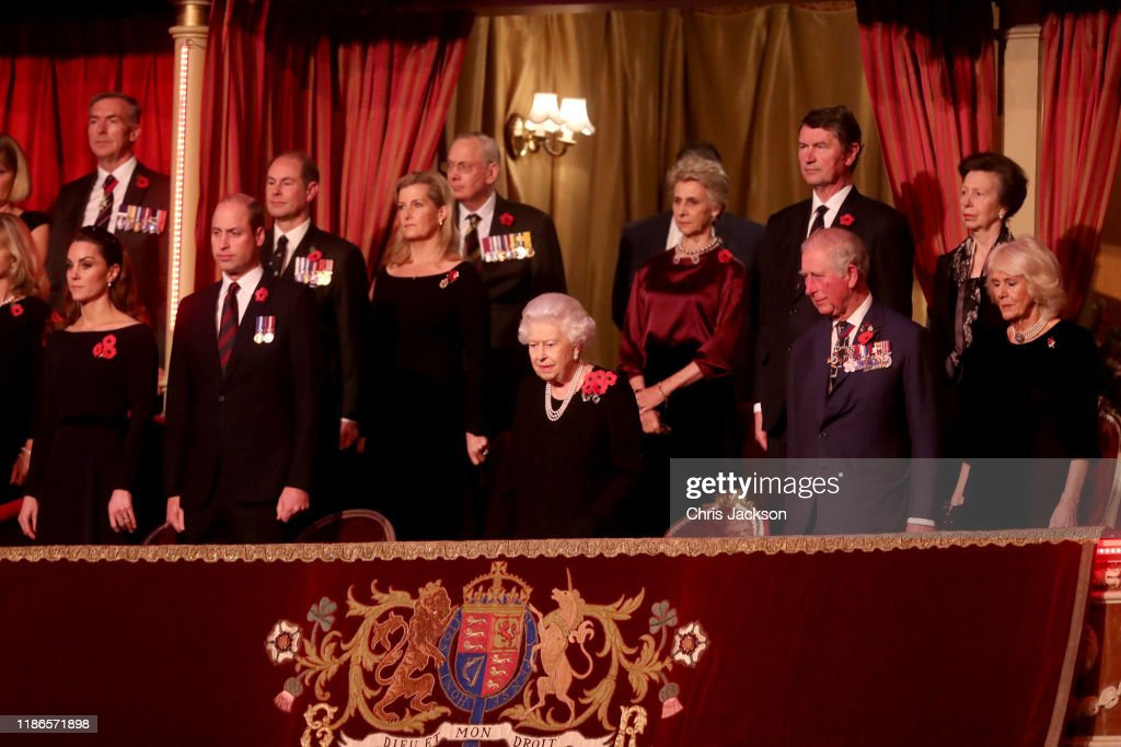 The Queen And Members Of The Royal Family Attend The Annual Royal British Legion Festival Of Remembrance : Foto jornalística