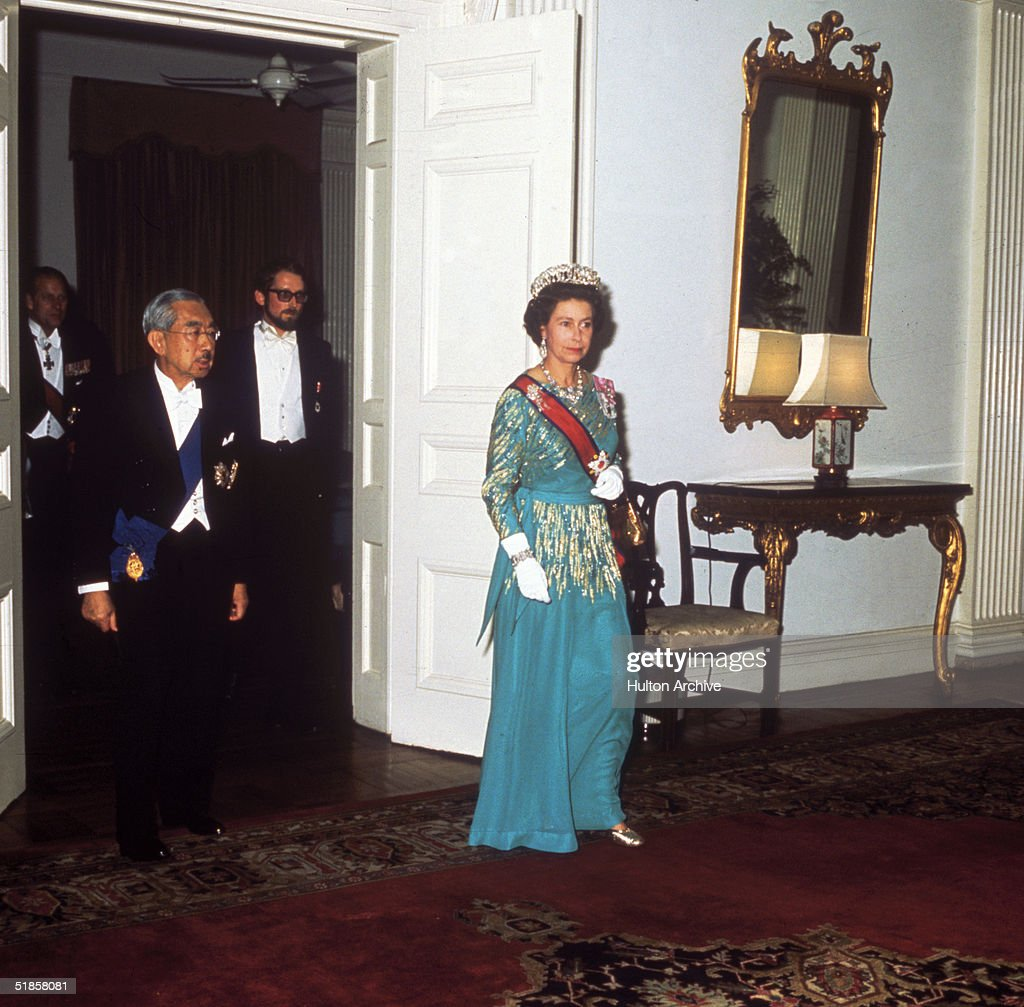 Queen With Hirohito : News Photo