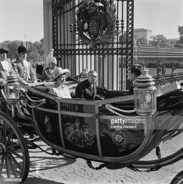 Queen Elizabeth II with Emperor Hirohito of Japan at Buckingham Palace in London, UK, during a state visit by the Emperor, 5th October 1971.