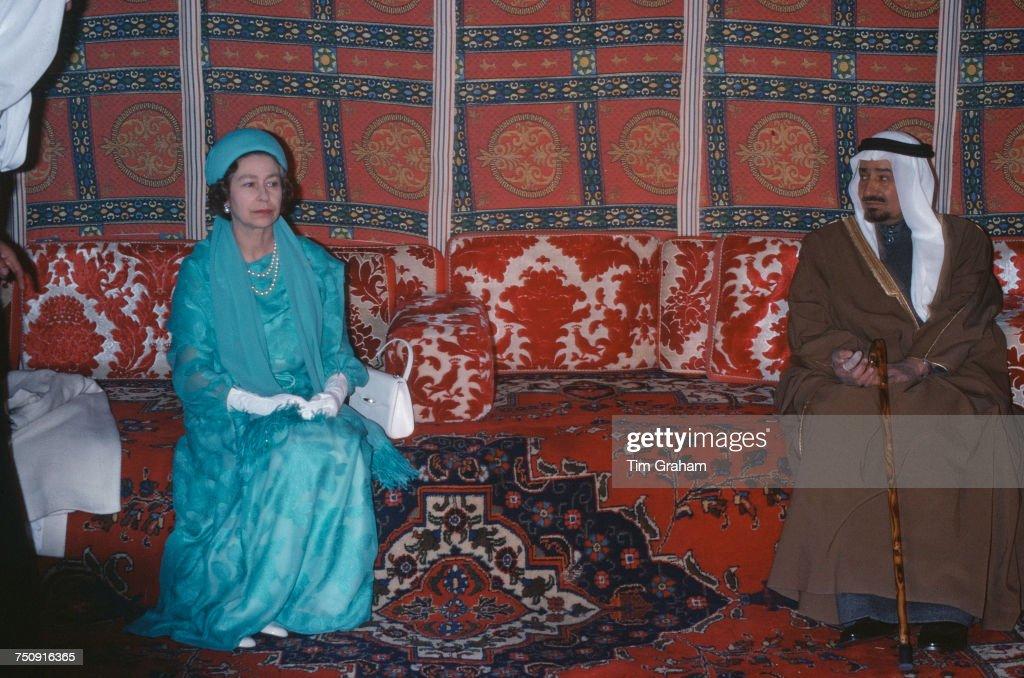 Elizabeth II And Khalid Of Saudi Arabia : News Photo