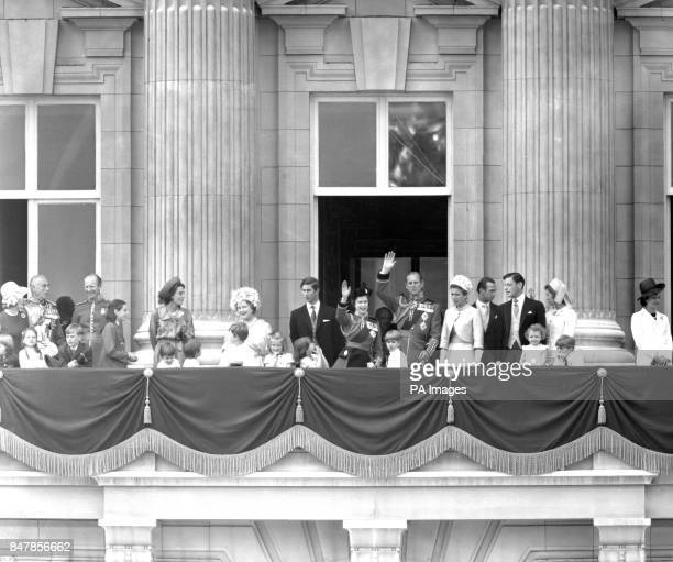 Queen Elizabeth II with members of the Royal family on the balcony of Buckingham Palace after the Trooping the Colour ceremony Left to right The Earl...