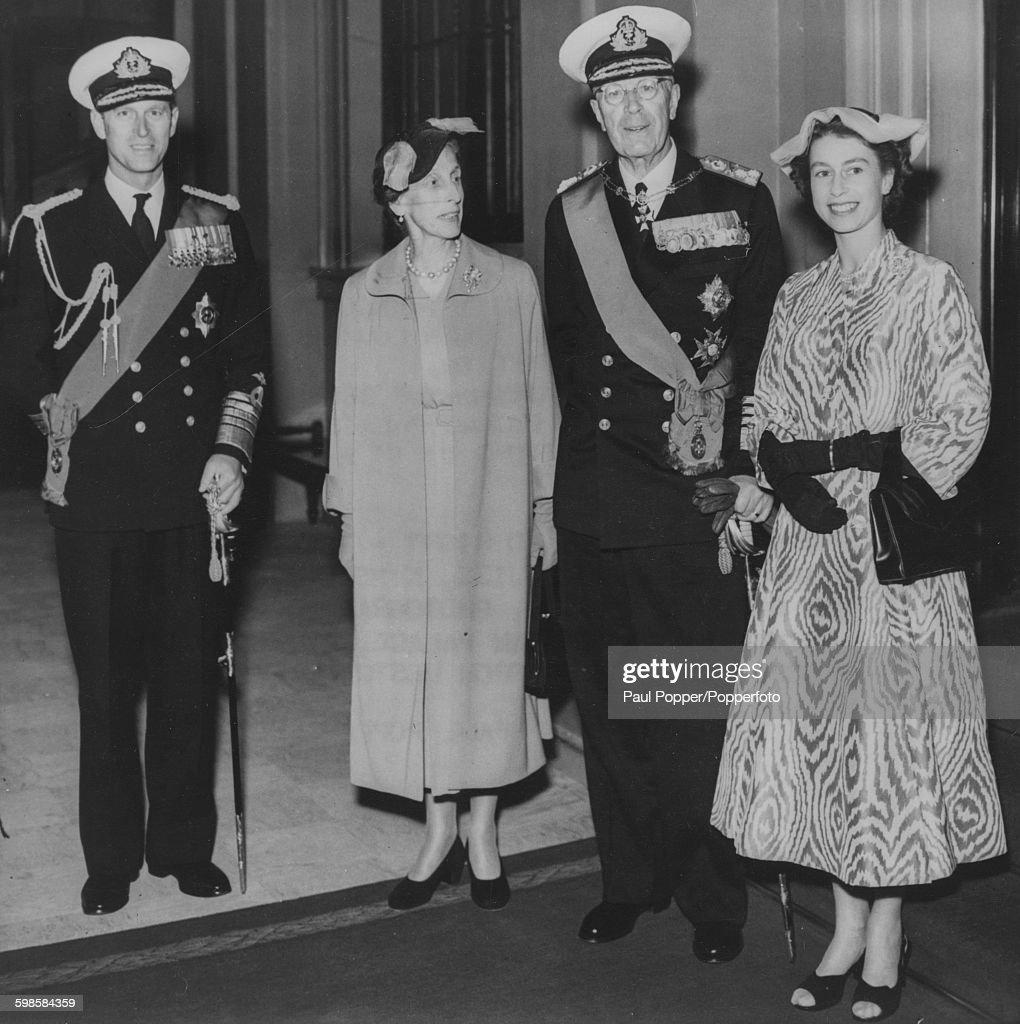 Queen Elizabeth II With King Of Sweden : News Photo