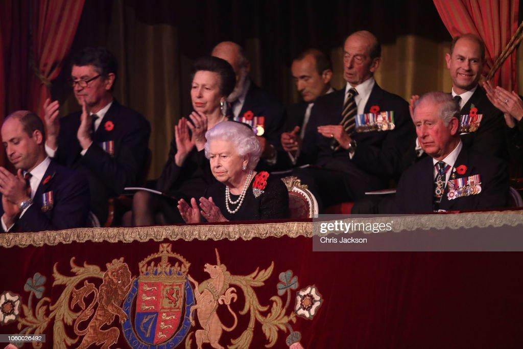 CASA REAL BRITÁNICA - Página 79 Queen-elizabeth-ii-with-prince-william-duke-of-cambridge-vice-admiral-picture-id1060026492