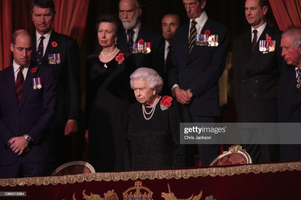 CASA REAL BRITÁNICA - Página 79 Queen-elizabeth-ii-with-princess-anne-princess-royal-prince-michael-picture-id1060013364
