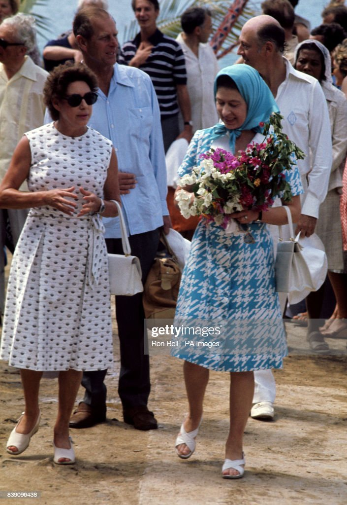Queen Elizabeth Ii With Princess Margaret On Mustique The Has A Villa