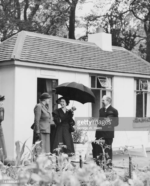 Queen Elizabeth II with Stella Isaacs Marchioness of Reading and Henry McLaren 2nd Baron Aberconway during a visit to the Chelsea Flower Show London...