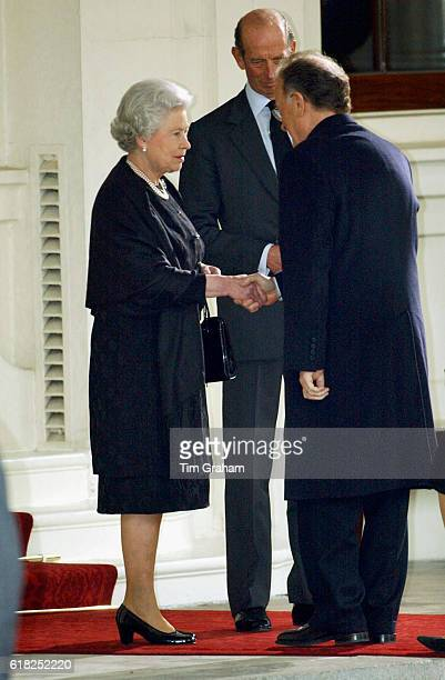 Queen Elizabeth II with the Duke of Kent welcomes the Portuguese President Jorge Sampaio at Buckingham Palace