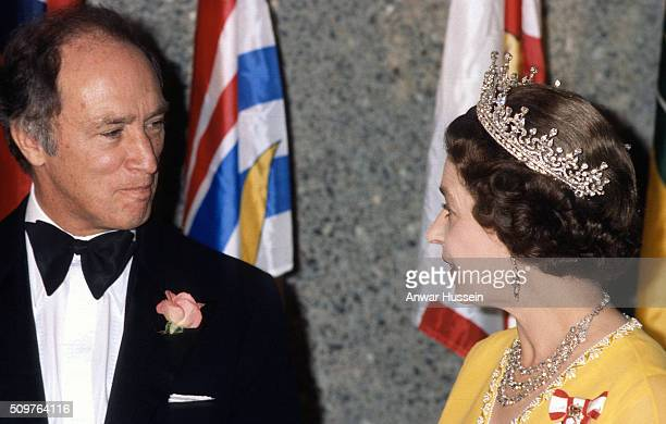 Queen Elizabeth ll and Canadian Prime Minister Pierre Trudeau attend a banquet on August 01 circa 1976 in Canada