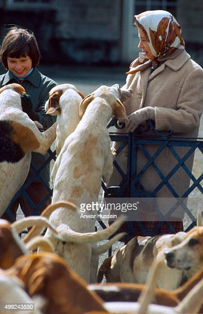 Queen Elizabeth ll and Lady Sarah ArmstrongJones meet hounds during the Badminton Horse Trials on April 01 1973 in Badminton England