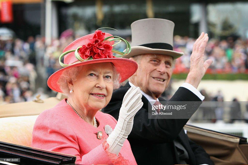Racegoers Attend Ladies Day At Royal Ascot : Nachrichtenfoto