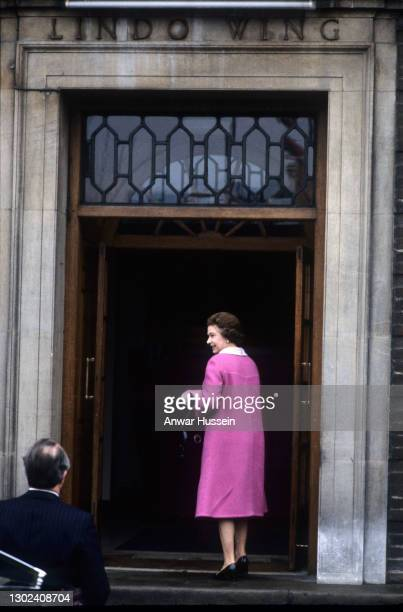 Queen Elizabeth ll arrives at the Lindo Wing of St. Mary's hospital following the birth of Prince William Arthur Philip Louis on June 22, 1982. In...
