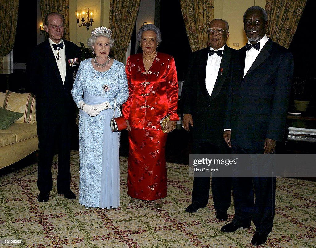 Queen Elizabeth Ll At A Dinner The Governor General S Residence Kings House Where