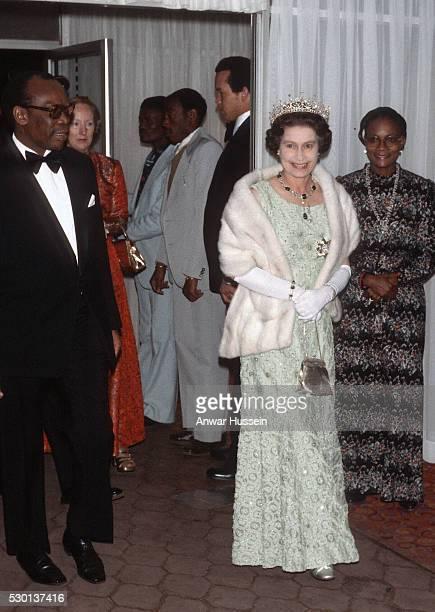 Queen Elizabeth ll attends a dinner hosted by President Seretse Khama on July 01 1979 in Gaborone Botswana