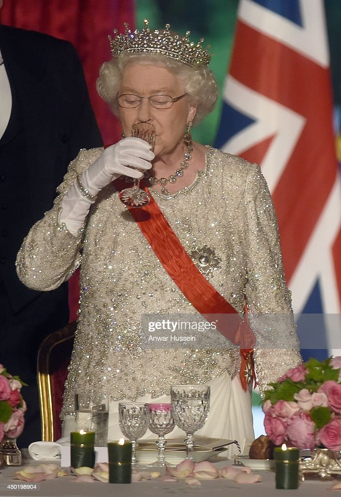 Queen Elizabeth ll drinks a toast during a State Banquet hosted by Franch President Francois Hollande at the Elysee Palace on June 6, 2014 in Paris, France.