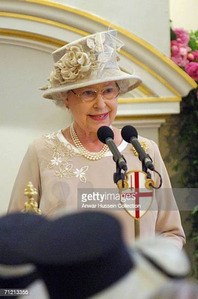 Queen Elizabeth ll gives a speech at a lunch to mark her 80th birthday at Mansion House on June 15 2006 in London England
