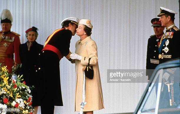 Queen Elizabeth ll greets King Juan Carlos of Spain with a kiss during a State Visit on April 22 1986 in London England