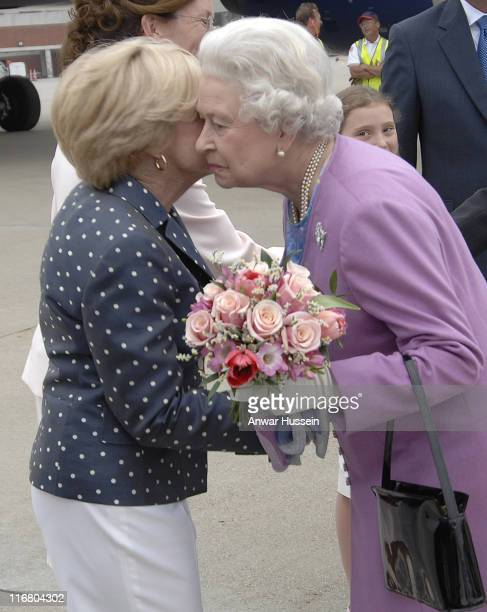 Queen Elizabeth ll kisses Sarah Farrish, her host for the weekend, at Lexington, Kentucky on May 4, 2007.