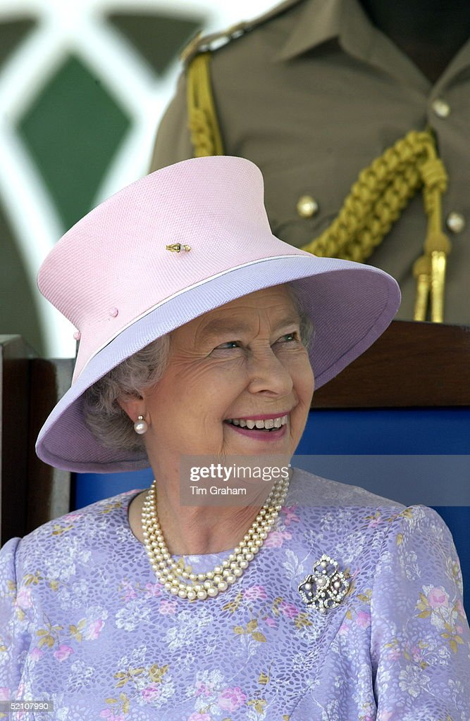 Queen Smiling Portrait : News Photo