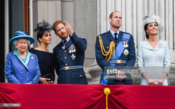 Queen Elizabeth ll Meghan Duchess of Sussex Prince Harry Duke of Sussex Prince William Duke of Cambridge and Catherine Duchess of Cambridge stand on...
