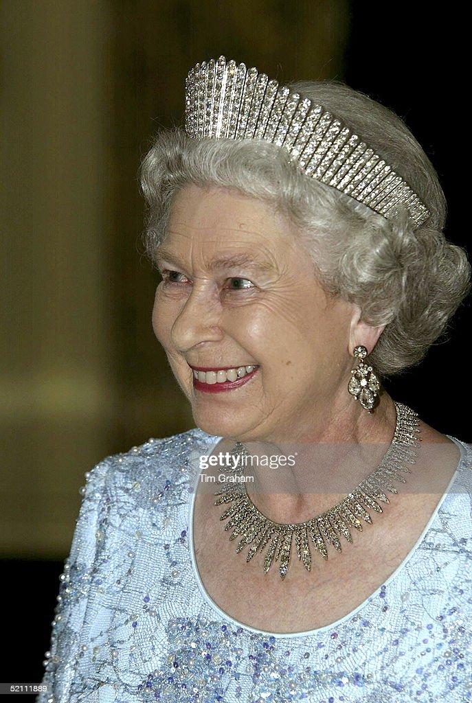 Queen In Jamaica : News Photo