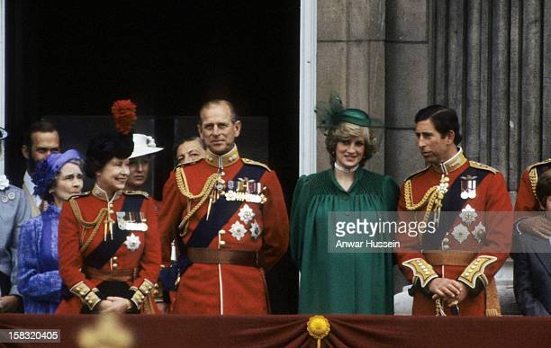 Queen Elizabeth ll Prince Philip Duke of Edinburgh a pregnant Diana Princess of Wales and Prince Charles Prince of Wales stand on the balcony of...