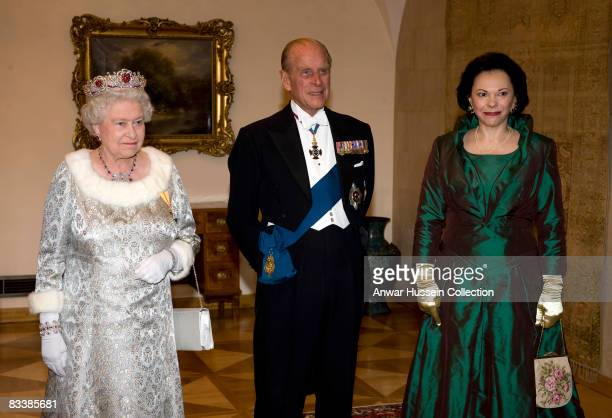 Queen Elizabeth ll Prince Philip Duke of Edinburgh and Barbara Miklic Turk attend a State Banquet at Brdo Castle on the first day of a State Visit to...