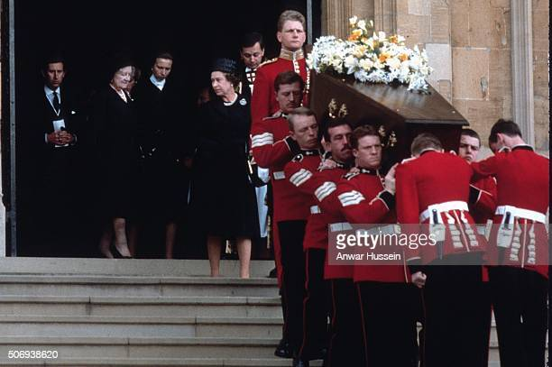 Queen Elizabeth ll Princess Anne Queen Elizabeth The Queen Mother and Prince Charles Prince of Wales stand on the steps of Westminster Abbey as the...