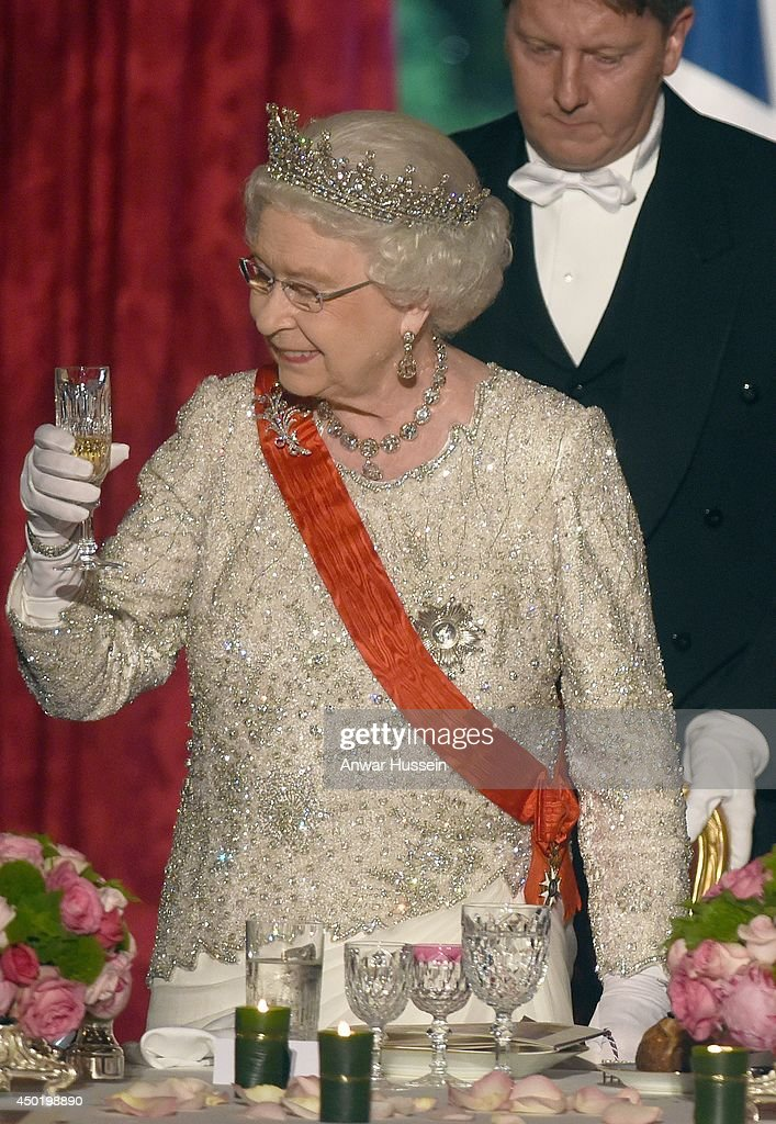 Queen Elizabeth ll raises her glass for a toast during a State Banquet hosted by Franch President Francois Hollande at the Elysee Palace on June 6, 2014 in Paris, France.