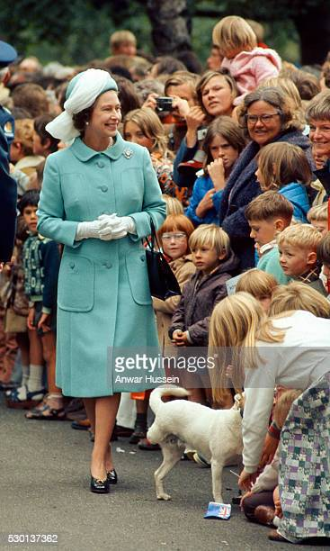 Queen Elizabeth ll smiles during a walkabout in New Zealand during her Silver Jubilee year on March 01 1977 in New Zealand