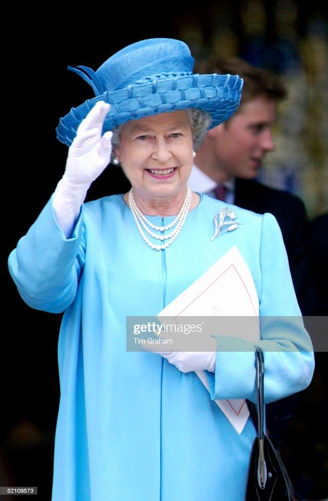 Queen Waving Jubilee : News Photo