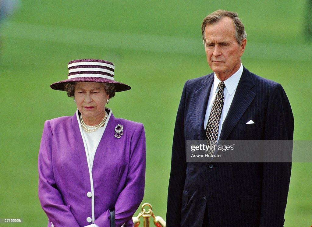 Queen Elizabeth ll on White House Lawn : News Photo