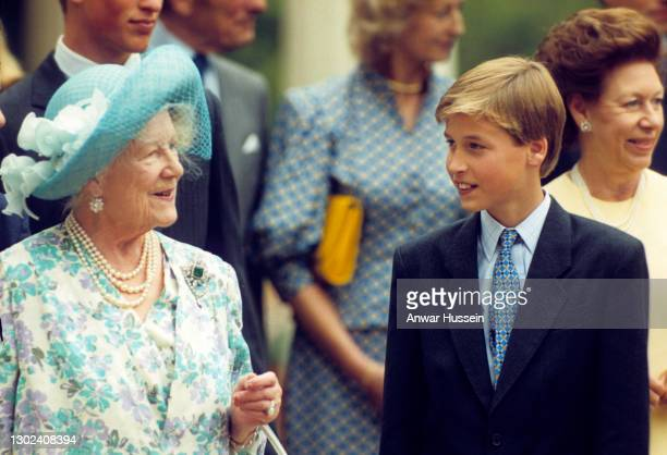 Queen Elizabeth the Queen Mother, accompanied by Prince William, greets the public outside Clarence House on her 94th birthday on August 4, 1994 in...
