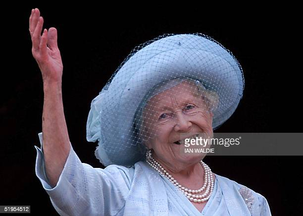 Queen Elizabeth the Queen Mother celebrates her 100th birthday from the balcony of Buckingham Palace 04 August 2000 Thousands of people have flocked...