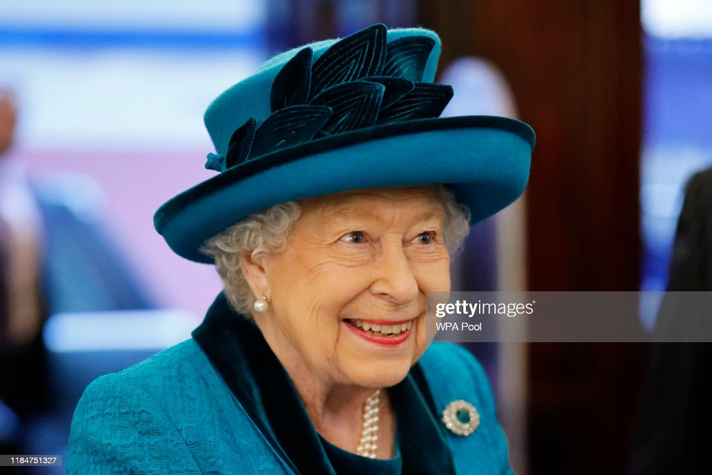 The Queen Visits The Royal Philatelic Society : News Photo